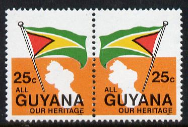 Guyana 1983 Flag 25c se-tenant pair (without inscription) unmounted mint, SG 1108a