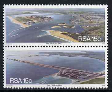 South Africa 1978 Harbours se-tenant set of 2 unmounted mint, SG 442-43*