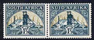 South Africa 1933-48 Gold Mine 1.5d horizontal pair with inverted wmk, unmounted mint SG57bw