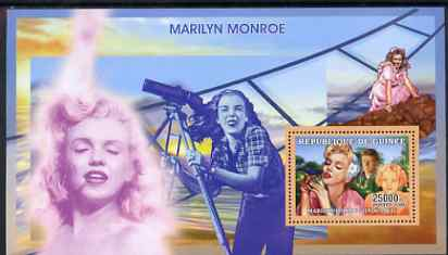 Guinea - Conakry 2006 Marilyn Monroe perf s/sheet #6 containing 1 value (With Camera) unmounted mint Yv 360
