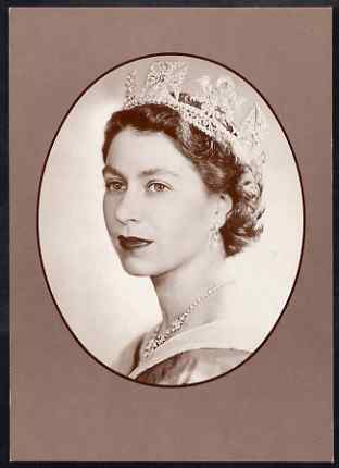 Postcard - HM The Queen by Dorothy Wilding PPC produced by National Postal Museum unused and fine