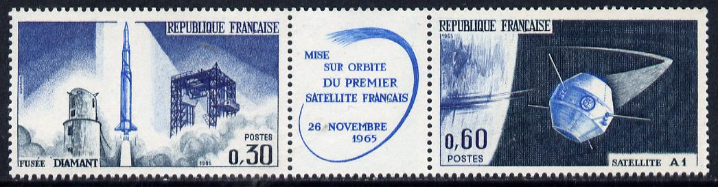 France 1965 Launch of First French Satellite se-tenant pair with label unmounted mint, SG 1697a
