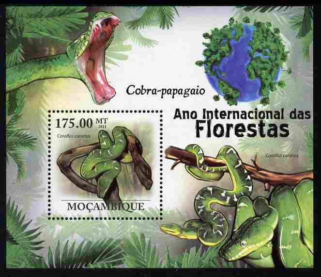 Mozambique 2011 International Year of Forests - Parrot Snakes perf s/sheet unmounted mint